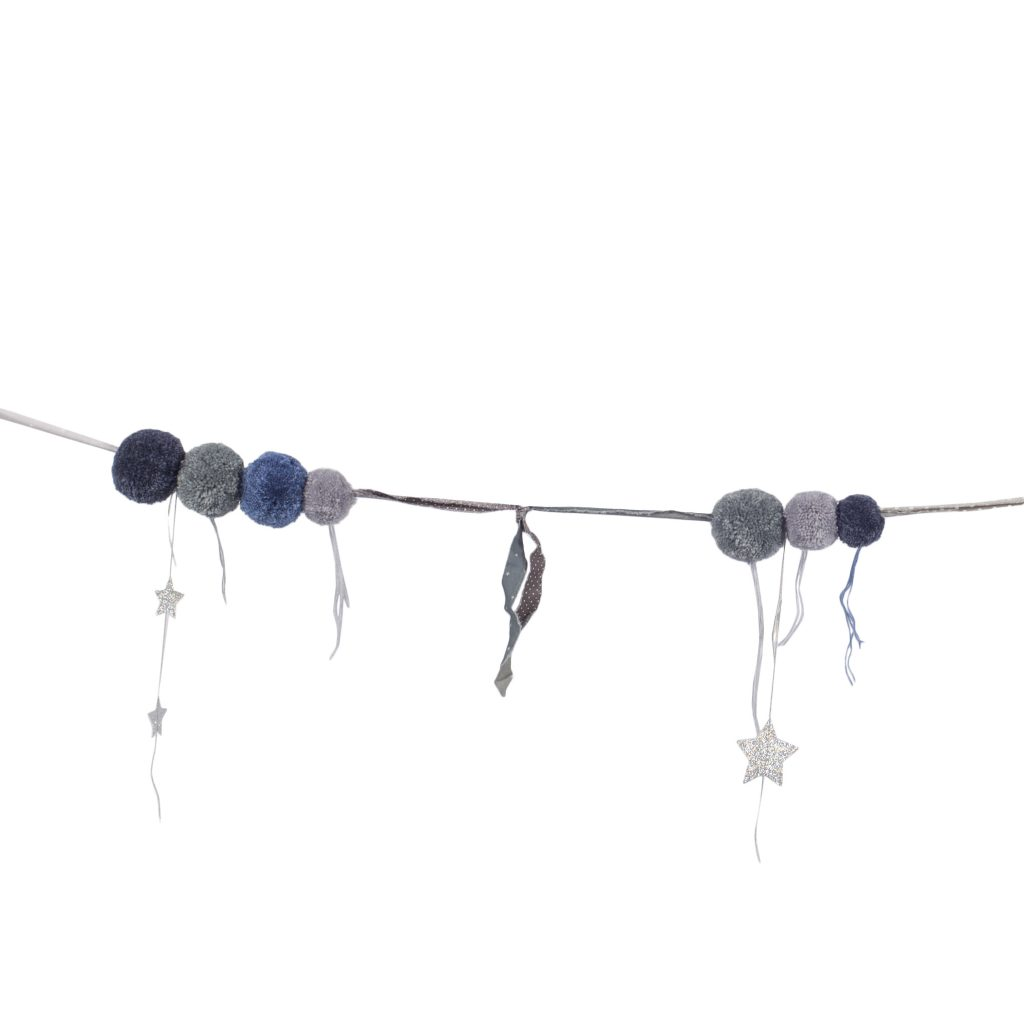 pom-pom-garland-mix-blue-front-detail-high-def